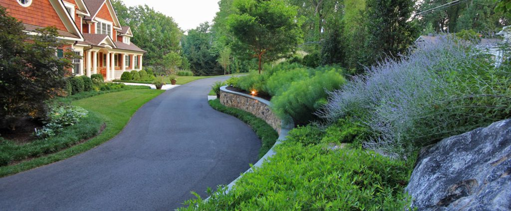 low curved retaining wall follows curve of driveway