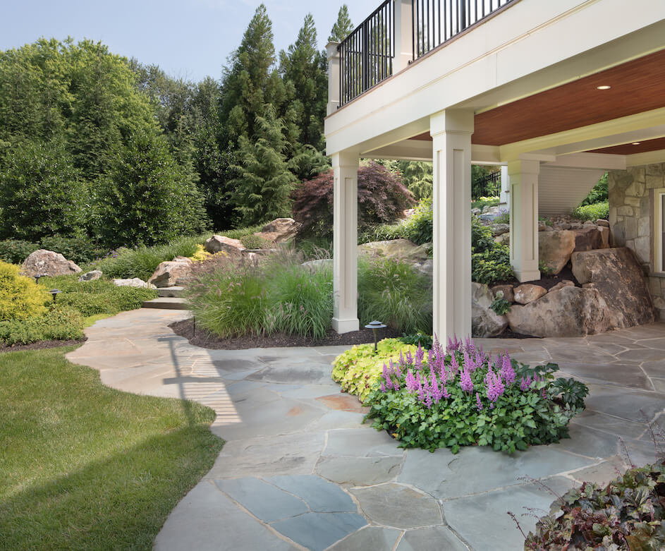 flagstone-patio-backyard-landscaping
