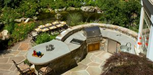U-shaped outdoor kitchen layout