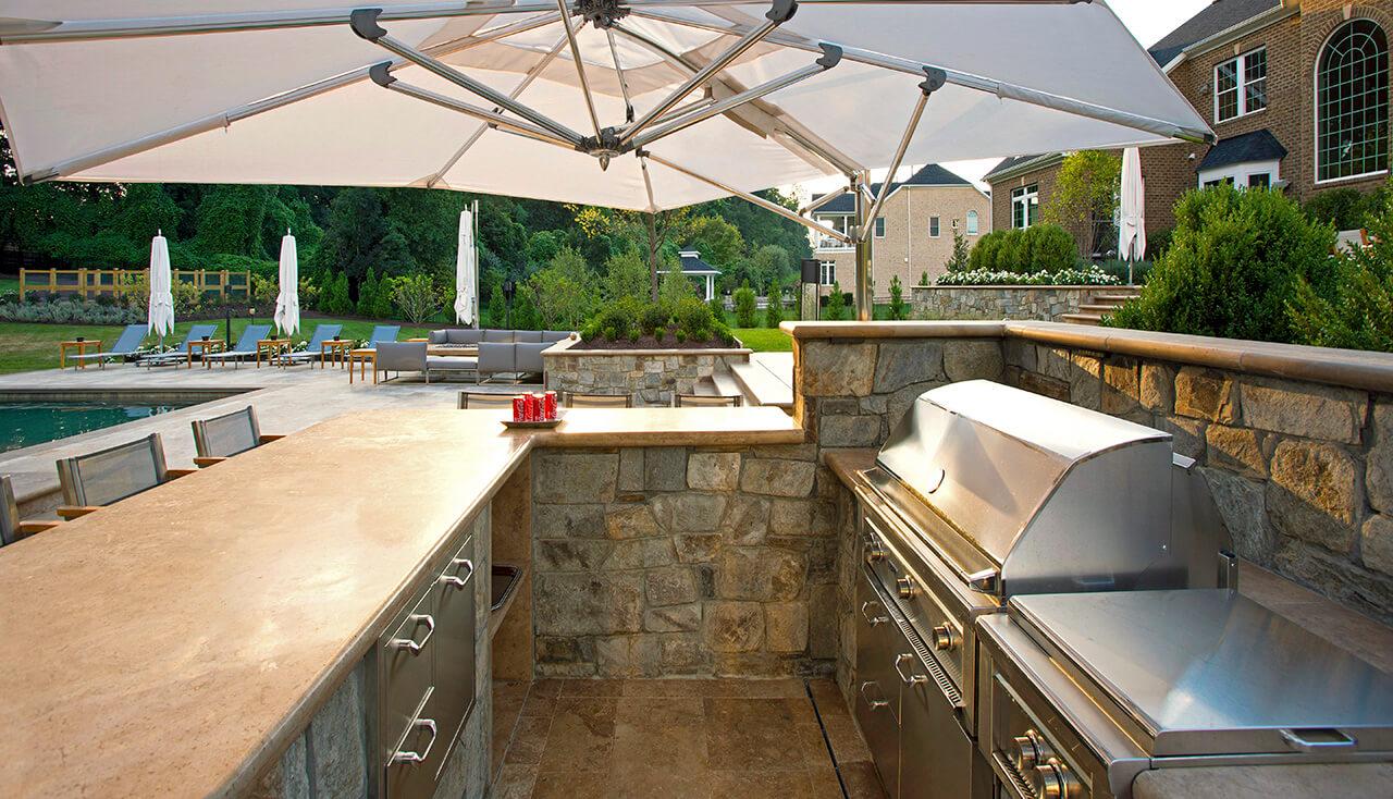 outdoor kitchen on pool patio