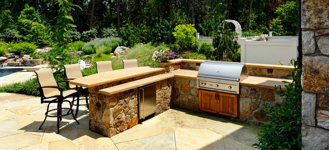 L-shaped outdoor kitchen layout with split level countertop