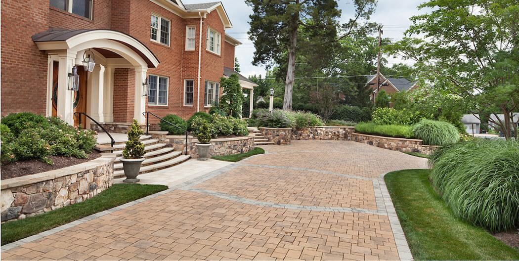 driveway surface of mixed cobblestone patterns