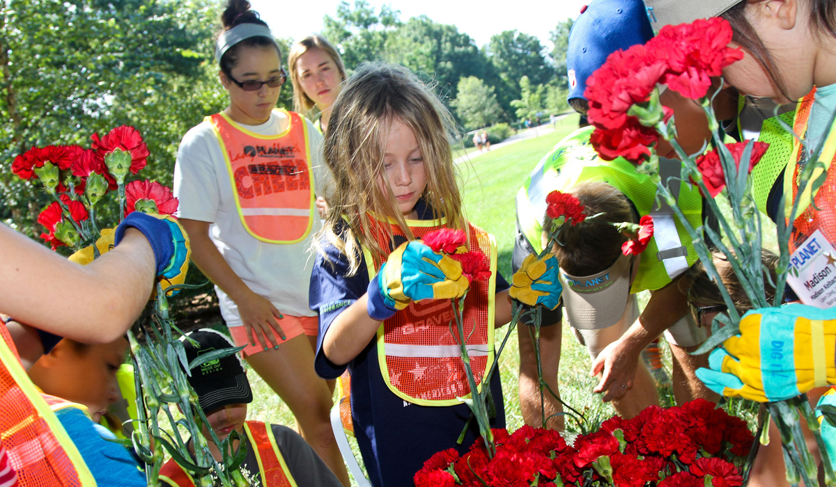 kids arrange flowers arlington national cemetery