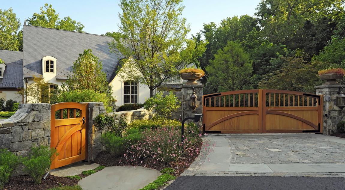 bluestone cobble driveway & entry gate walls
