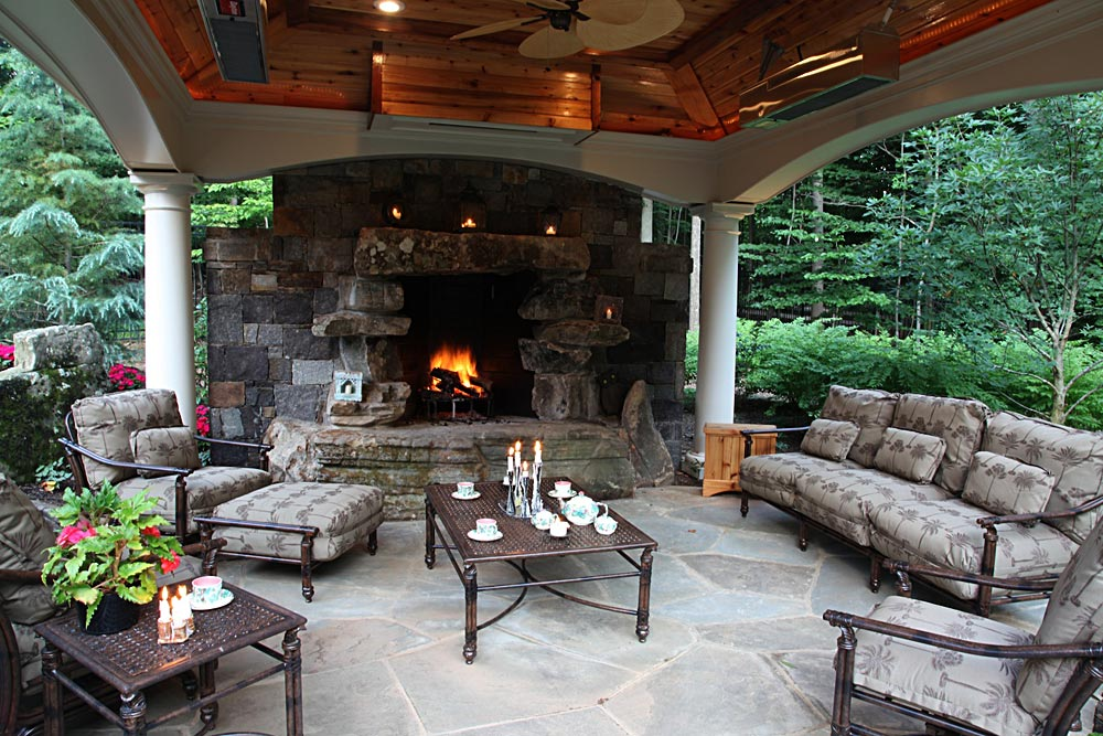 14-fireplaces-covered-cabana-boulder-mantle