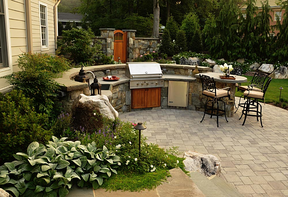 16-gas-grill-stone-bar-curved-cedar-cabinets
