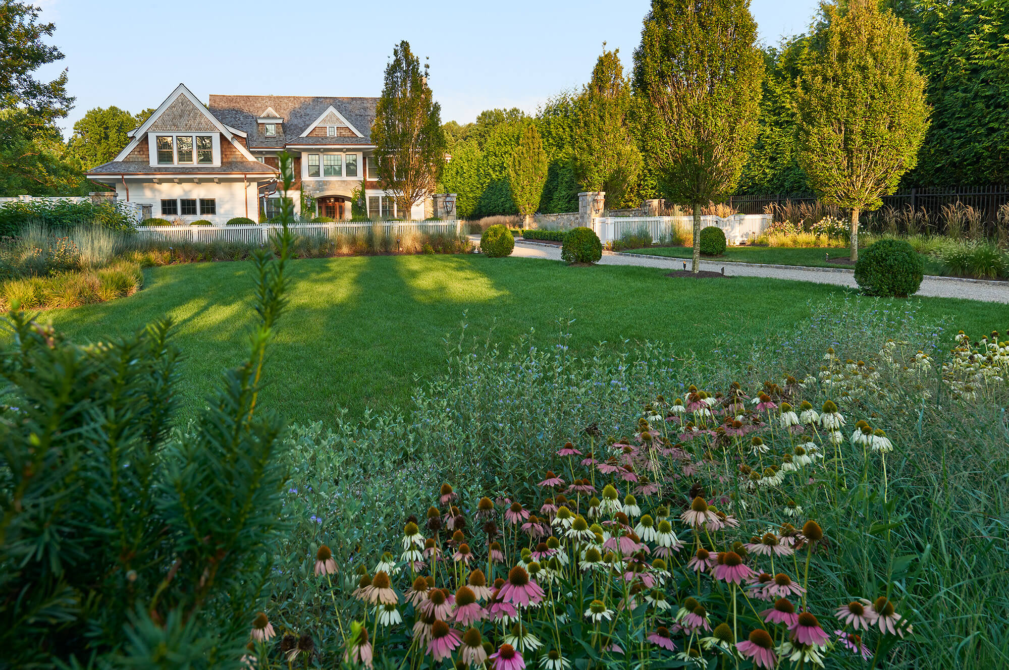 front-yard-landscaping-large-lot