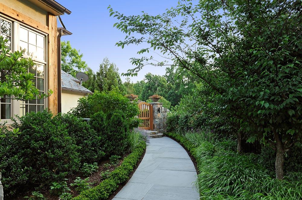 BU9-flagstone-walkway-to-gate-sideyard