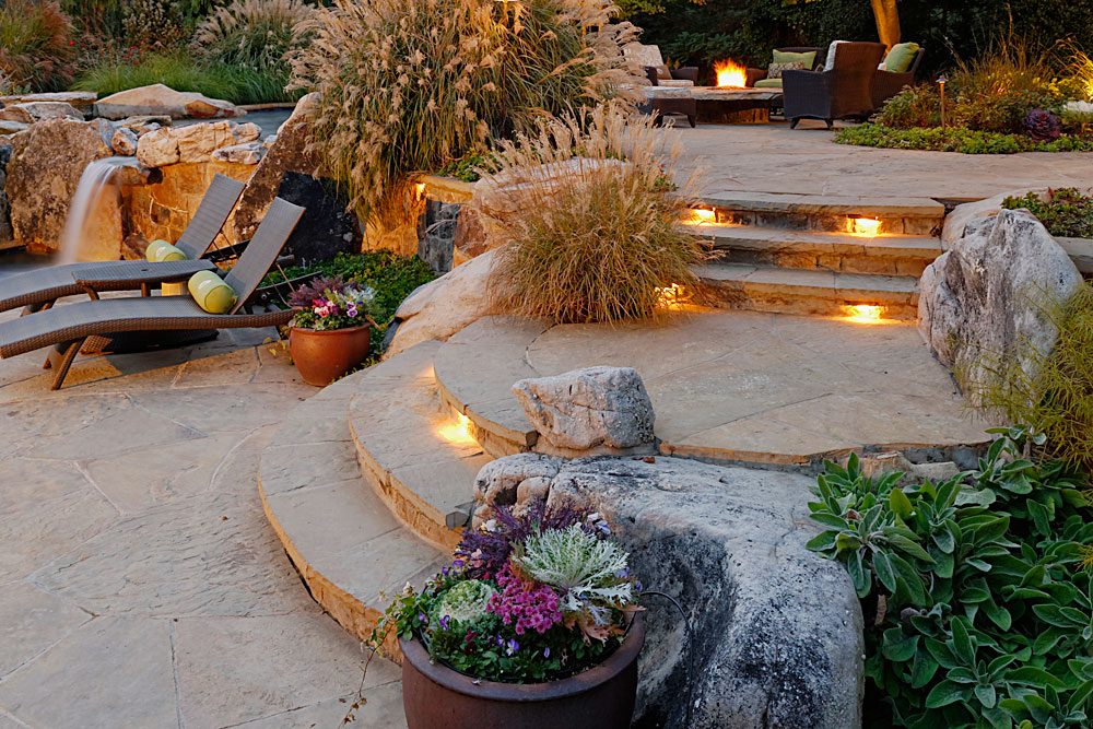 MASONRY-STEPS_001_NIGHT-LIGHTING-TENNESSEE-FLAGSTONE-BOULDERS-CURVED-CONVEX