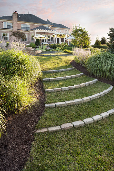 MWE-steps-in-lawn