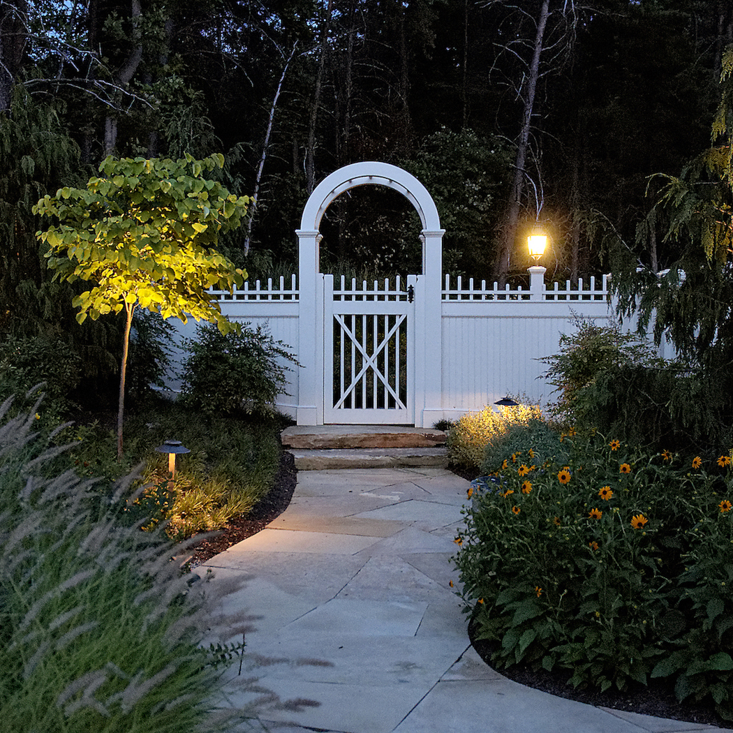 NATURAL STYLE LANDSCAPE MAINTENANCE OF CURVED WALWAY AND TRELLIS GATE