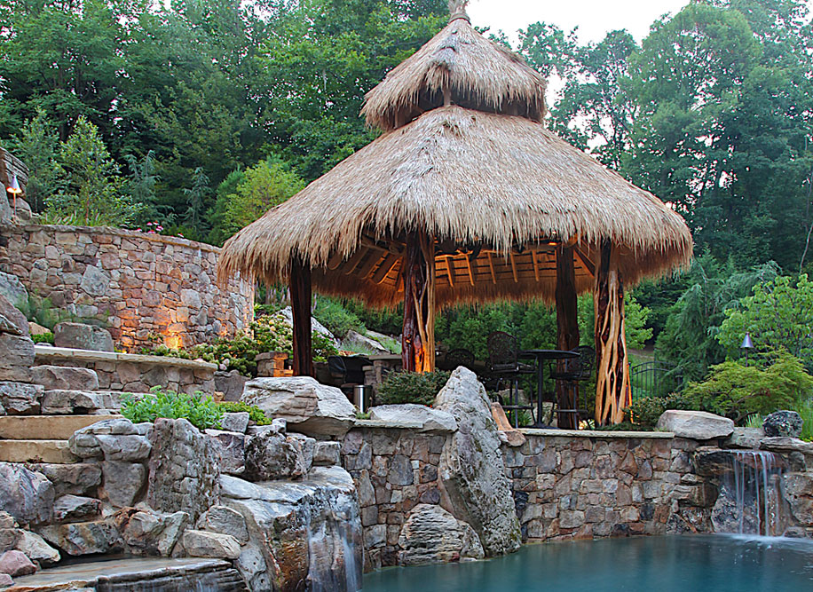 OPEN-AIR_013_TIKI-BAR-POOL-HOUSE-UNIQUE-THATCHED-ROOF