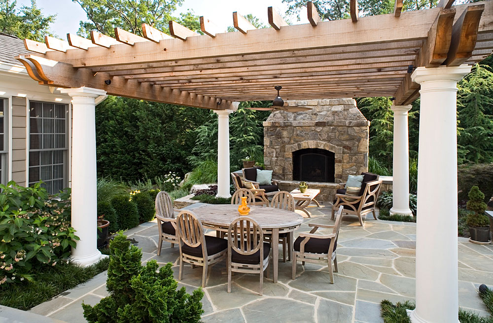 TRELLIS_001_OUTDOOR-DINING-FIREPLACE