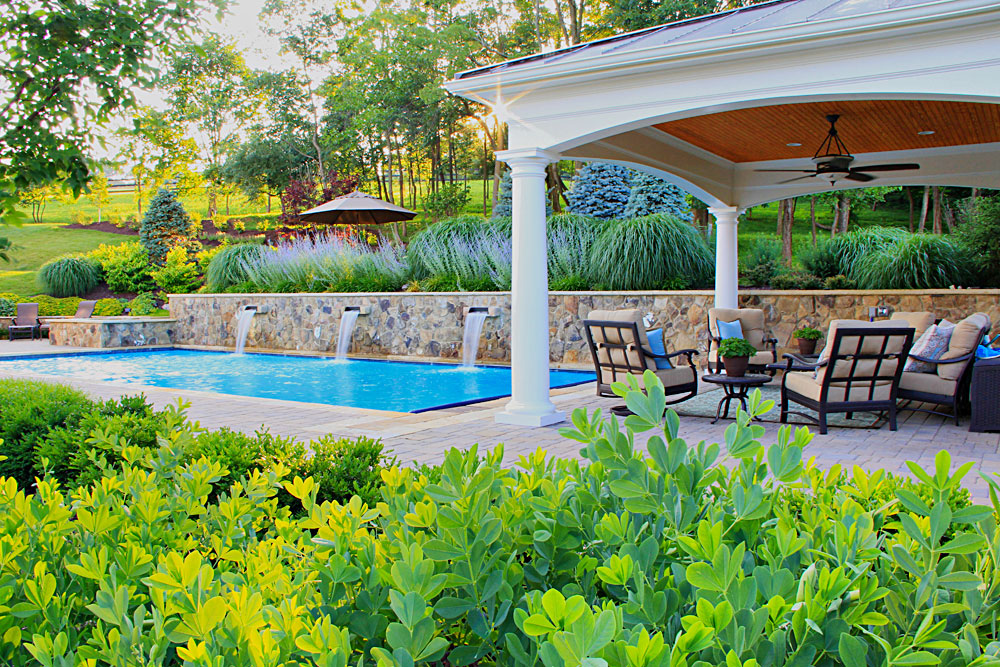 WIL1-pool-house-pool-with-fountains