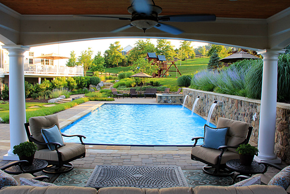 Swimming pool with fountains spa and open air pool house for Garden spas pool germantown tn