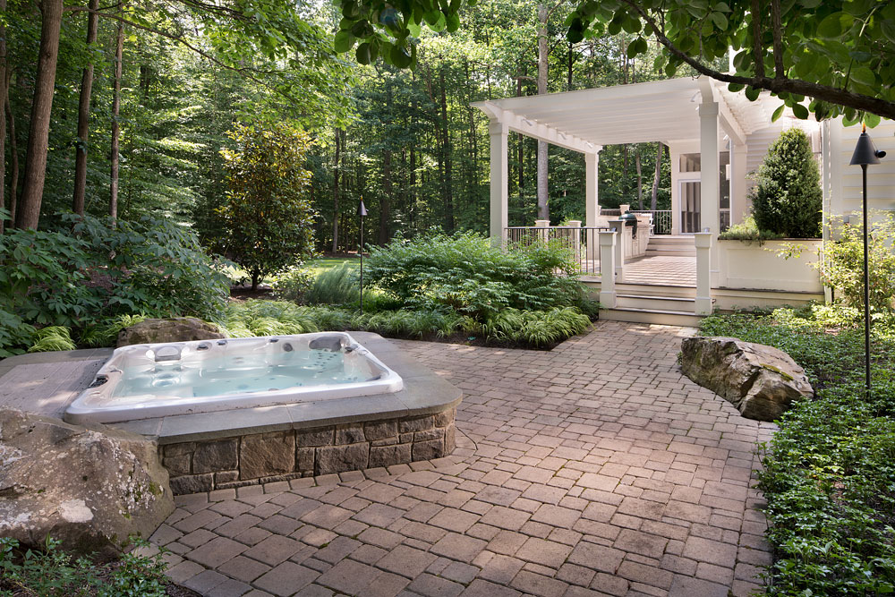 Poburn Woods backyard spa and deck