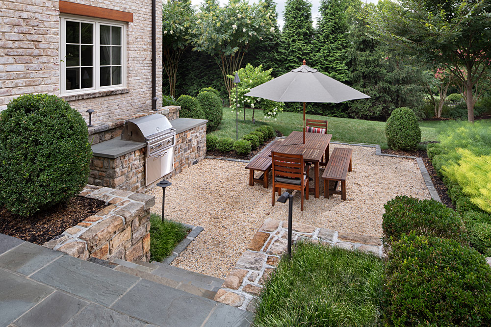 red-barn-outdoor-dining-area-004