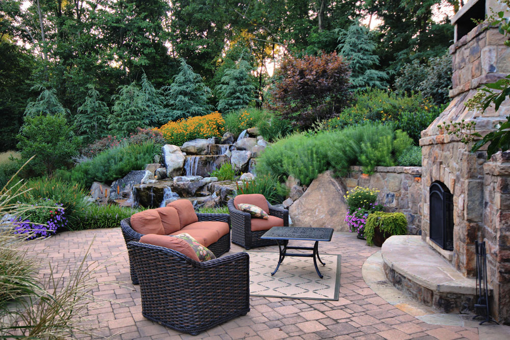 the top 10 qualities to seek in a landscaping company